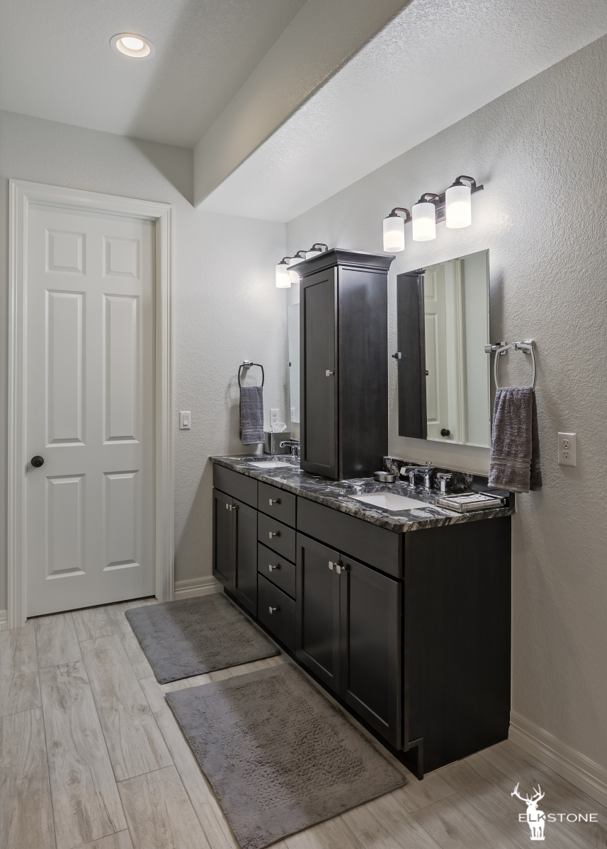 3044ElkCanyon-Bathroom-01