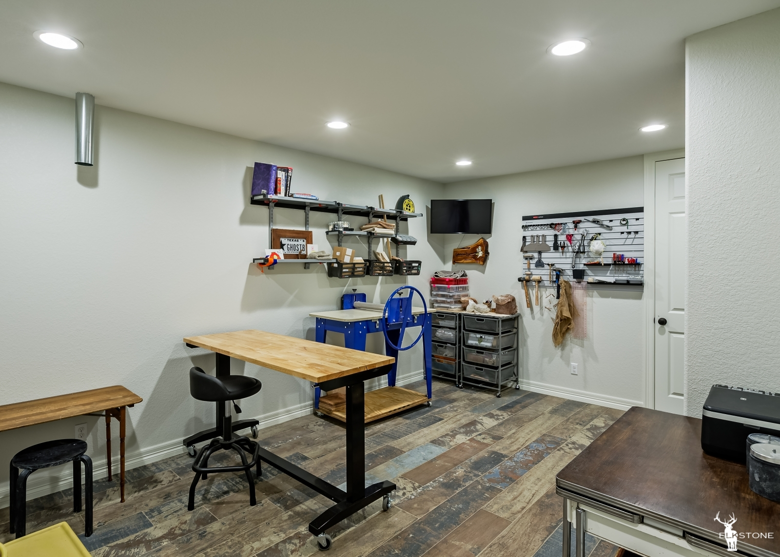 3044ElkCanyon-Hobby-craft room-01